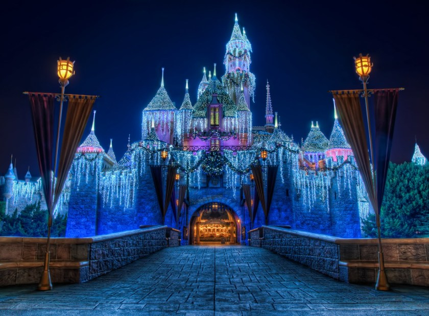 Disneyland_Christmas_Castle